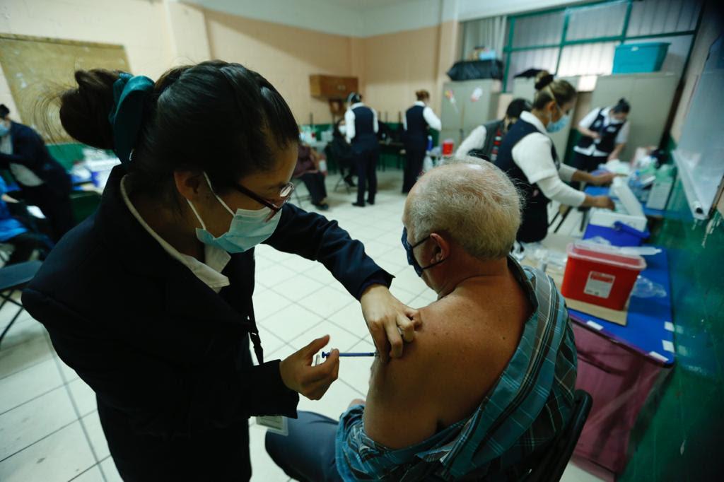 30 mil 332 adultos mayores vacunados en primer día del Plan Nacional de Vacunación