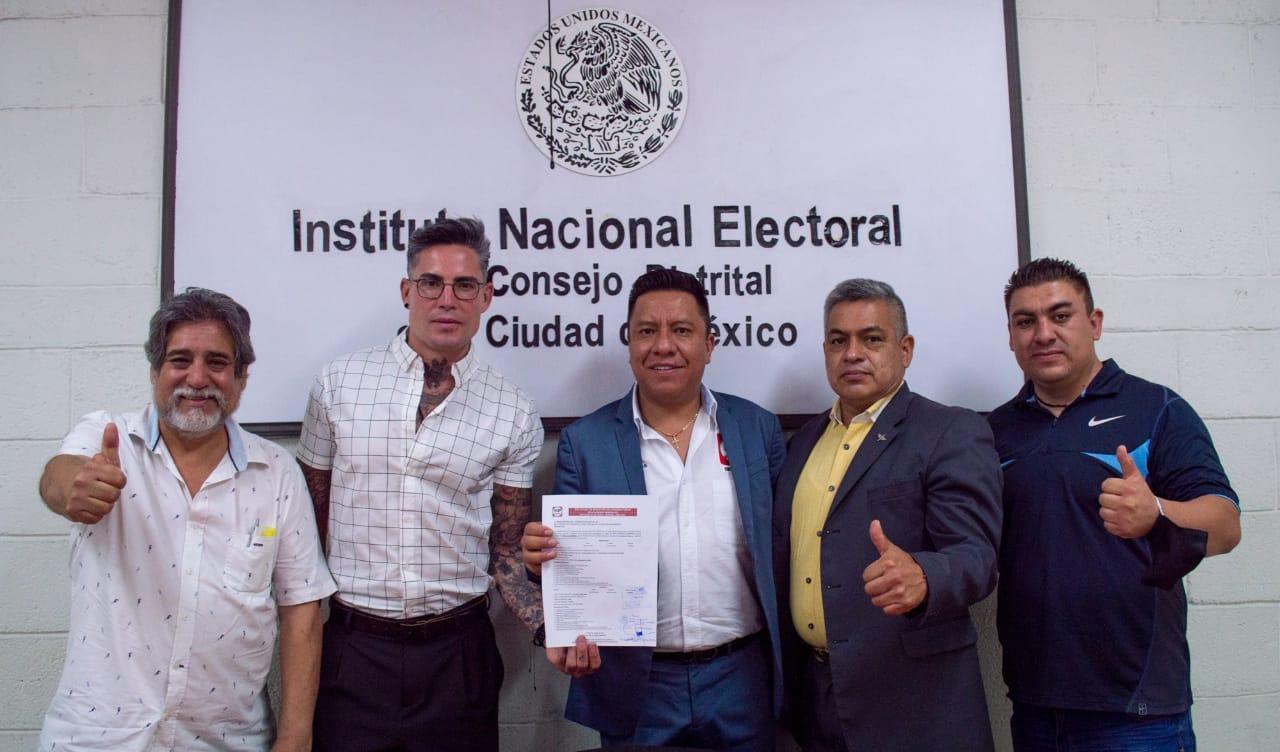 Alejandro Olivos completa registro como candidato a diputado federal ante el INE