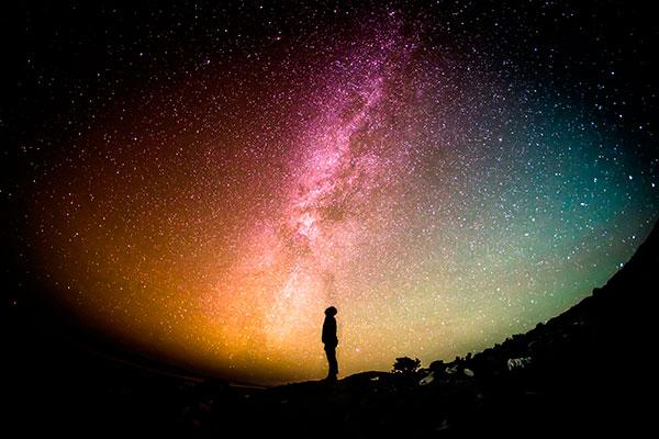 Propone investigadora de la UNAM teoría para resolver controversia por edad del Universo