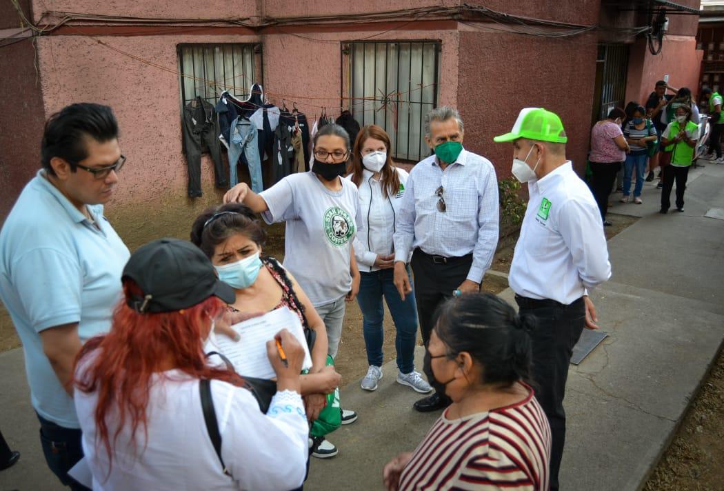 Atiende Agustín Torres demandas de habitantes de la Guerrero