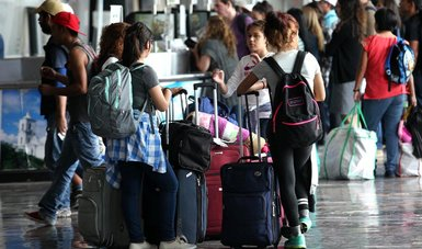 Descuento a estudiantes y maestros que viajen durante las vacaciones de verano