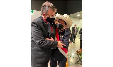 Canciller Marcelo Ebrard asiste a toma de posesión en Perú