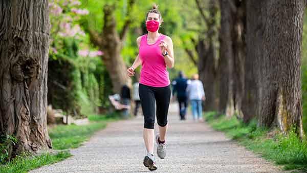Caminata, trote, natación y bicicleta son las actividades físicas más completas