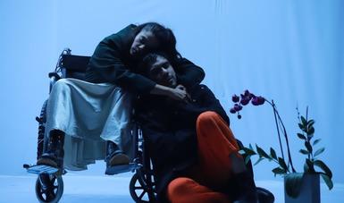 Teatro de ciencia ficción en el Foro La Gruta con la puesta: Paisajes eléctricos de Caracoles Teatro y Jockeys Machine