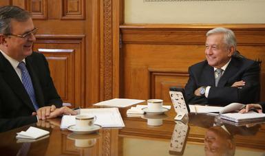 Presidente de México y vicepresidenta de Estados Unidos mantienen diálogo para avanzar en agenda bilateral