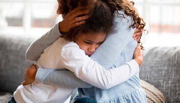 Vínculos seguros y afectuosos protegen a infantes y adolescentes frente al duelo