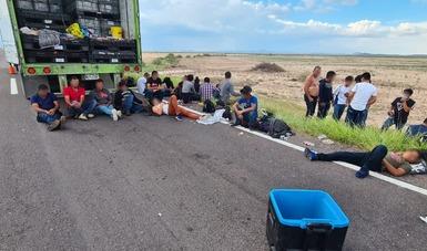Auxilian a 35 personas centroamericanas hacinadas y con signos de deshidratación en carretera de Durango