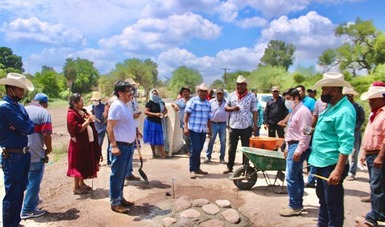 En Sonora, pueblo yaqui inicia pavimentación de 5.1 km de camino rural