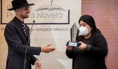 Karina Sosa, ganadora del Premio Primera Novela 2021