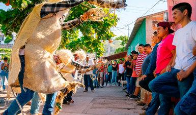 """El libro """"Los Chayacates de Ixtlahuacán. Una historia de tradición y devoción"""" busca preservar una de las fiestas más antiguas de Colima"""