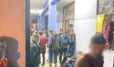Rescata INM a 286 personas migrantes hacinadas en una casa de seguridad en Aguascalientes