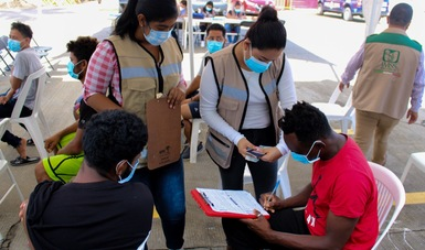 Inician INM e IMSS Chiapas vacunación a personas migrantes alojadas en Estación Migratoria Siglo XXI