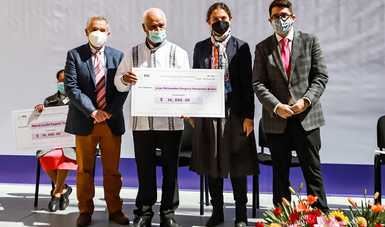 Mediante el AIEC, se entregan premios de artes visuales, literatura y conocimientos ancestrales en Tlaxcala