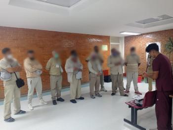 Internos de los centros penitenciarios sur y norte recibieron aparatos auditivos por parte de la Secretaría de Salud