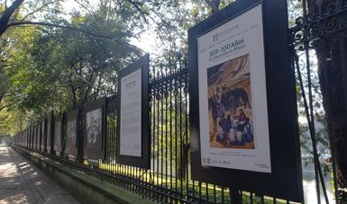 Participa INAH en exposición fotográfica que reconoce la labor de la SEP en su centenario
