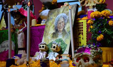 Museo de El Carmen dedica su tradicional ofrenda de muertos a la arqueóloga Beatriz Barba Ahuatzin