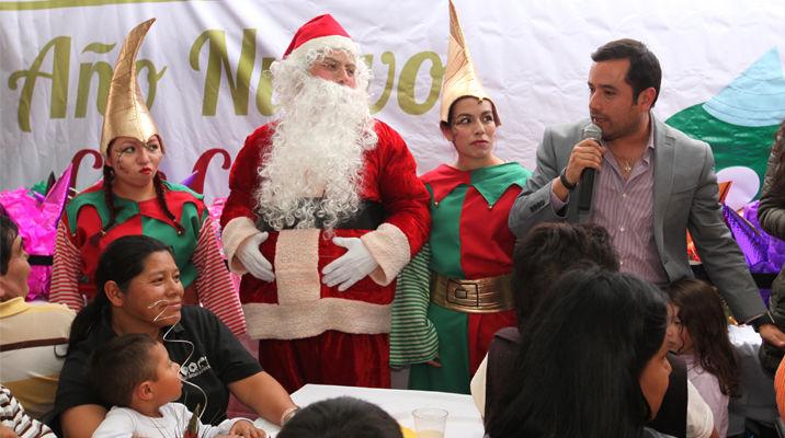 Celebra Romo Guerra fin de año con familias de escasos recursos