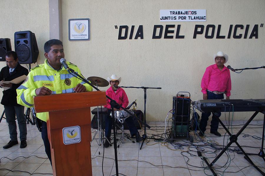 Jefa Delegacional festeja a policías de Tláhuac en su día