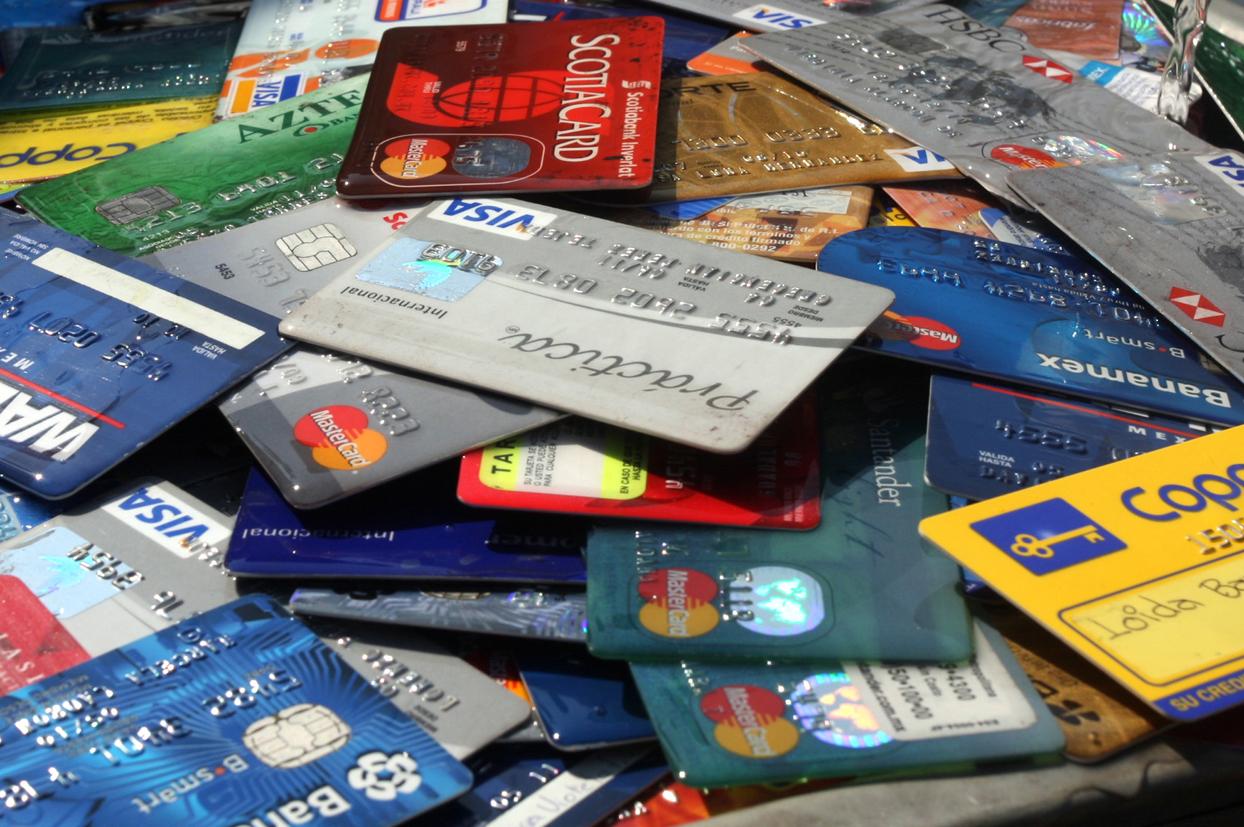 Evitar que los bancos otorguen tarjetas de crédito sin el consentimiento del cliente: Eviel Pérez