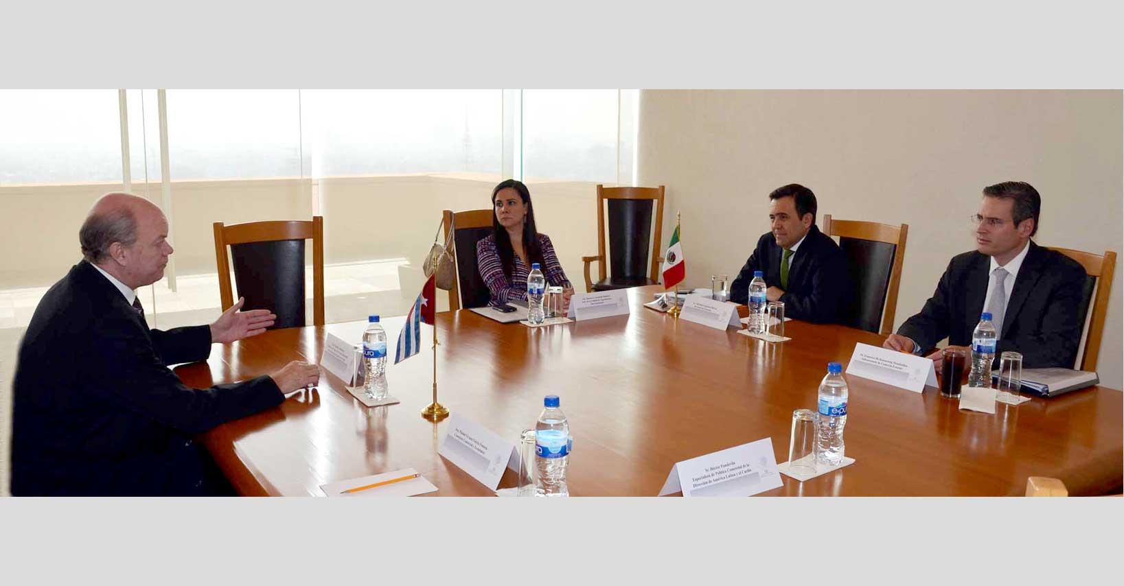 El Secretario de Economía sostiene reunión de trabajo  con su homólogo de Cuba