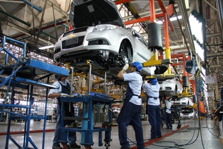 Continuará en 2016 crecimiento de industria automotriz de México: CEFP
