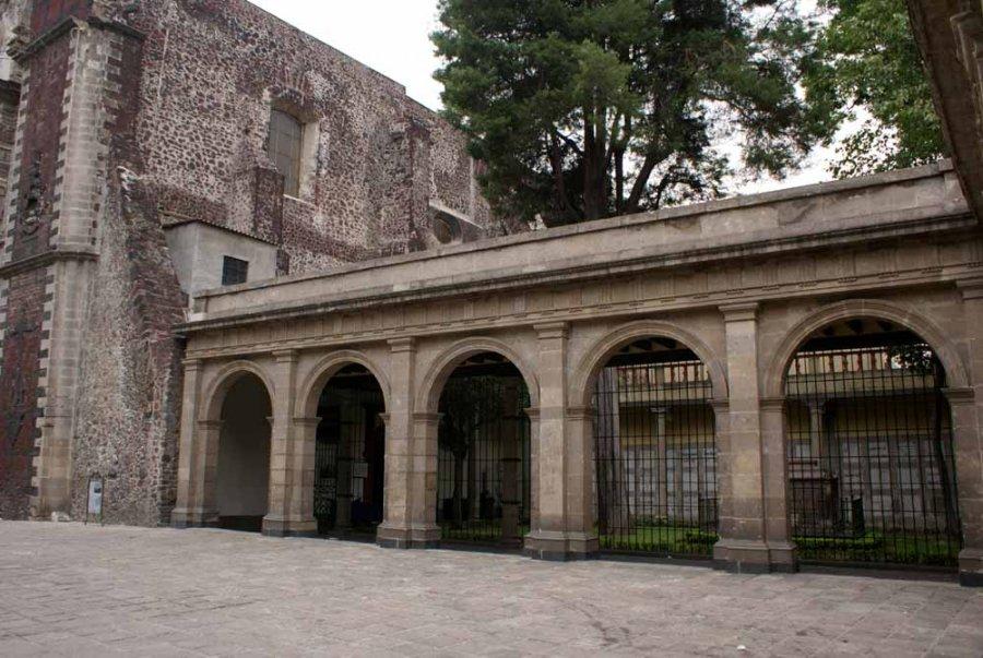 Dedican Tertulia Literaria al relato trilingüe El Viaje a Mictlán