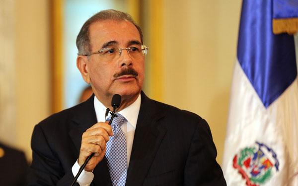 El Presidente Medina firma el decreto del Plan Nacional de Regularización