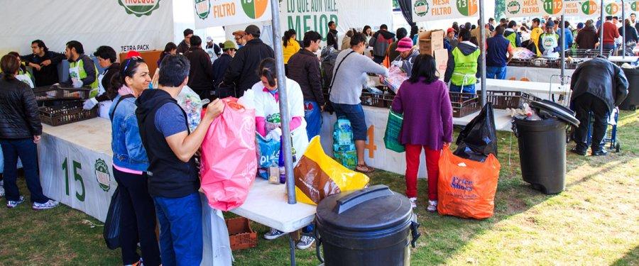 Más de 3 mil personas participan en Mercado de Trueque de la CDMX