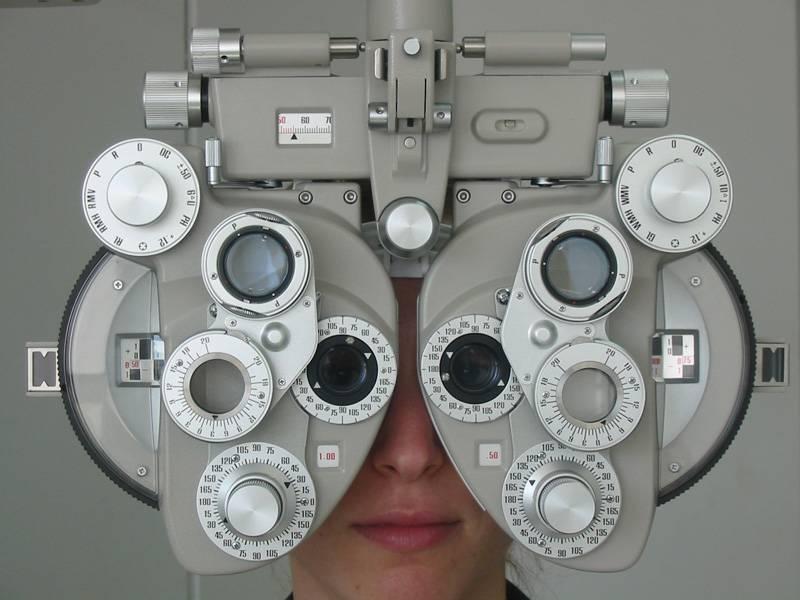 Proponen suspender certificados de técnicos en optometría