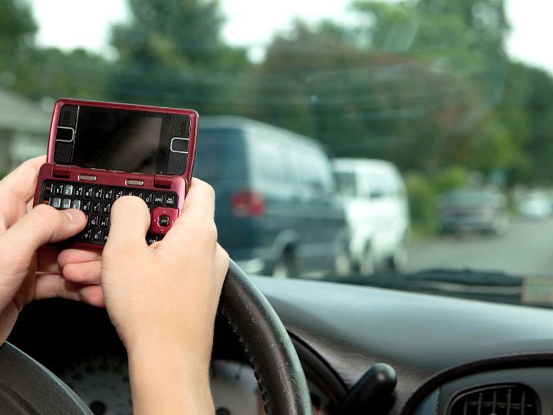 Los conductores adolescentes se distraen rápidamente