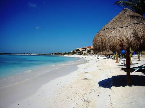 Solicita información sobre cierre de playas de Puerto Morelos